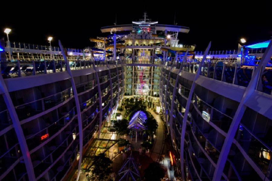 ship_at_night