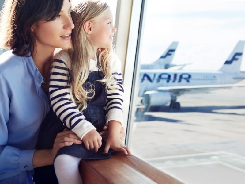 finnair mother and daughter at gate 01