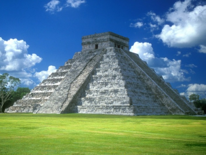 pyramid_of_kukulkan,_chichen_itza,_yucatan_peninsula,_mexico