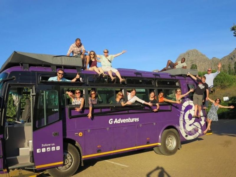 vehicle-with-tour-guides